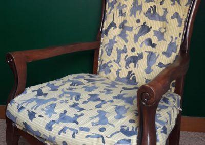 Kathi, ébéniste et tapissière a refait entièrement ce fauteuil voltaire.
