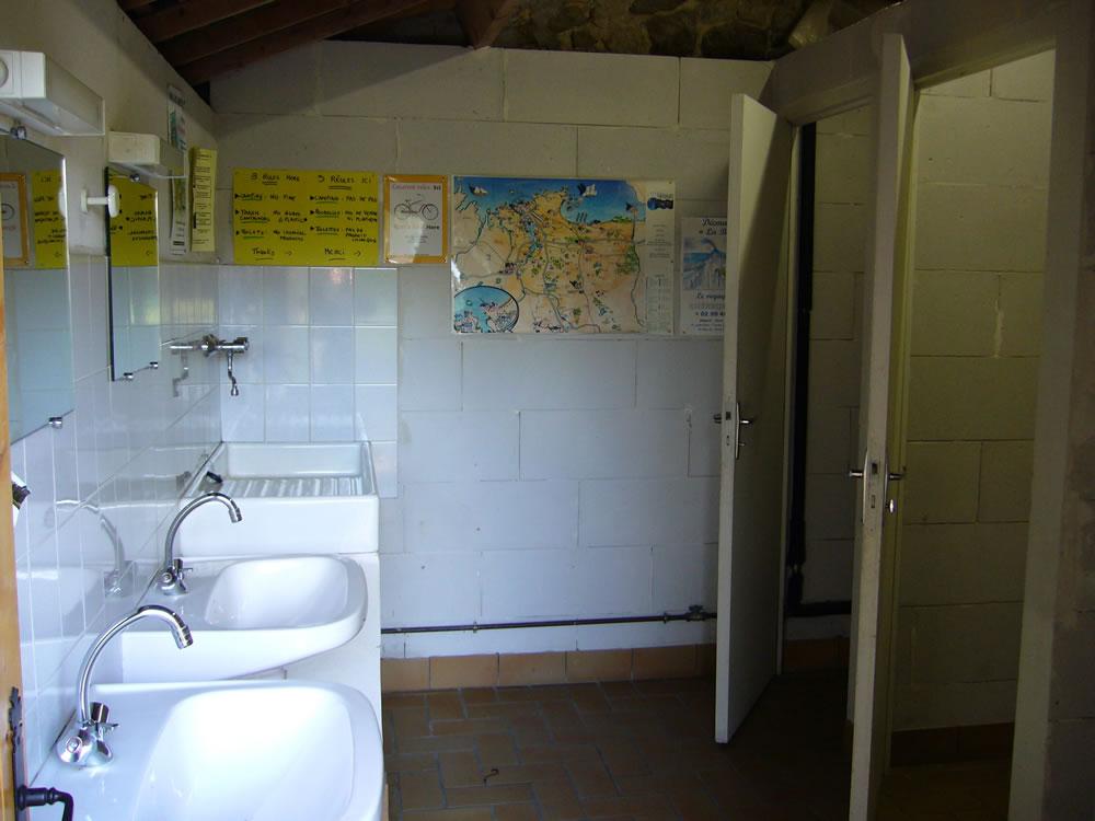 Sanitaire eau chaude, douche, lavabos, wc